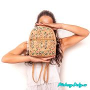 elegantní kabelka-batoh s květinovým vzorem